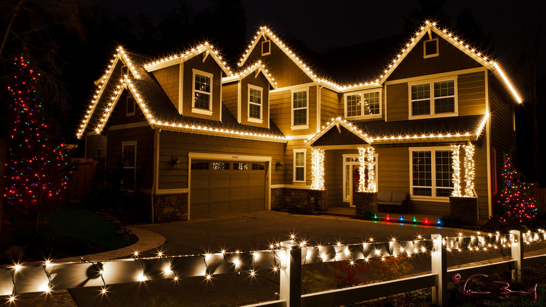 hang christmas lights like a pro chesapeake thermal - How To Decorate Your House With Christmas Lights