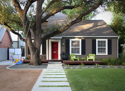the-white-trim-with-the-contrasted-paint-and-shutters-pop-almost-as-much-as-the-red-door-myhomelifemag-com
